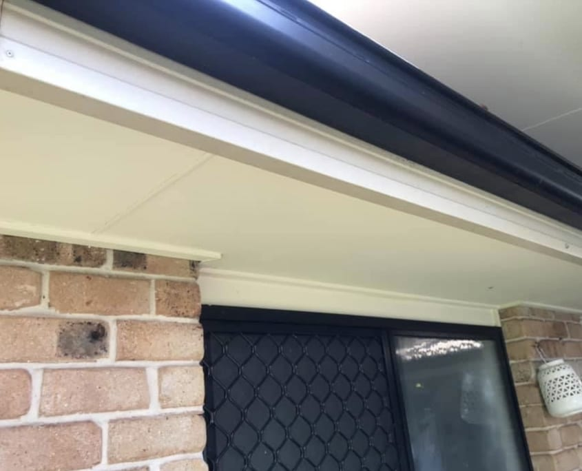 Cleaning House Eaves Gutters - Recommended Home Services