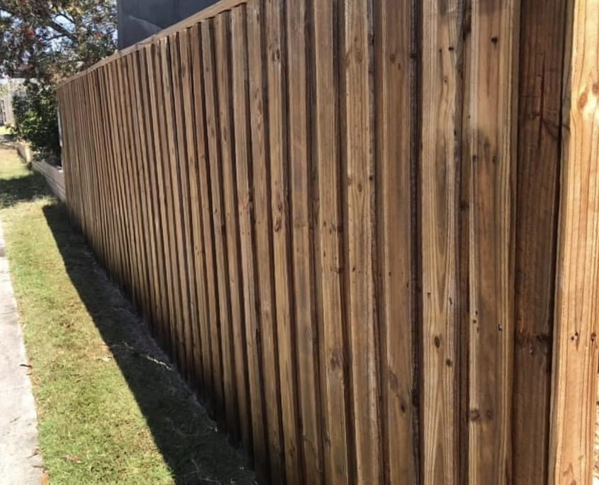 Restoring Timber Fence - High Pressure Cleaning is the best